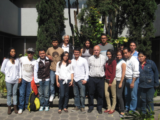 En México, junto a Alejandro Valle Baeza, Gloria González Martínez y alumnos.